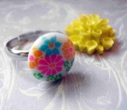 Vintage Neon Flower Cabochon Ring